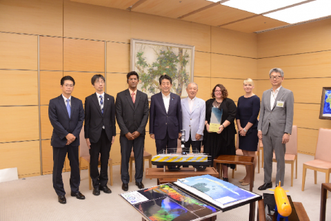 Shell Ocean Discovery XPRIZE Teams meet with the Prime Minister of Japan (Shinzo Abe, fourth from right) and the Chairman of the Nippon Foundation, Yohei Sasakawa (fifth from right), credit: Nippon Foundation