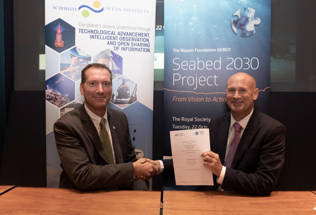 SOI Director of Operations Eric King and The Nippon Foundation-GEBCO Seabed 2030 former Acting Director Graham Allen sign the Seabed 2030 Memorandum of Understanding at the Royal Society in London. Credit: John Cobb/The Nippon Foundation-GEBCO Seabed 2030 Project.